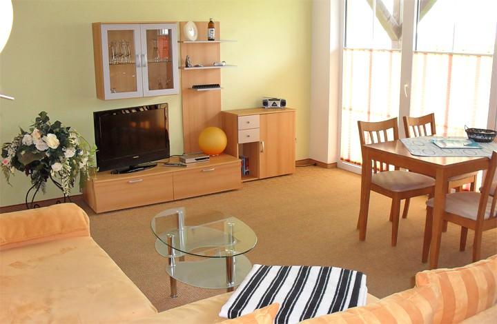 ferienwohnungen mit wellnessangebot auf r gen ostsee. Black Bedroom Furniture Sets. Home Design Ideas